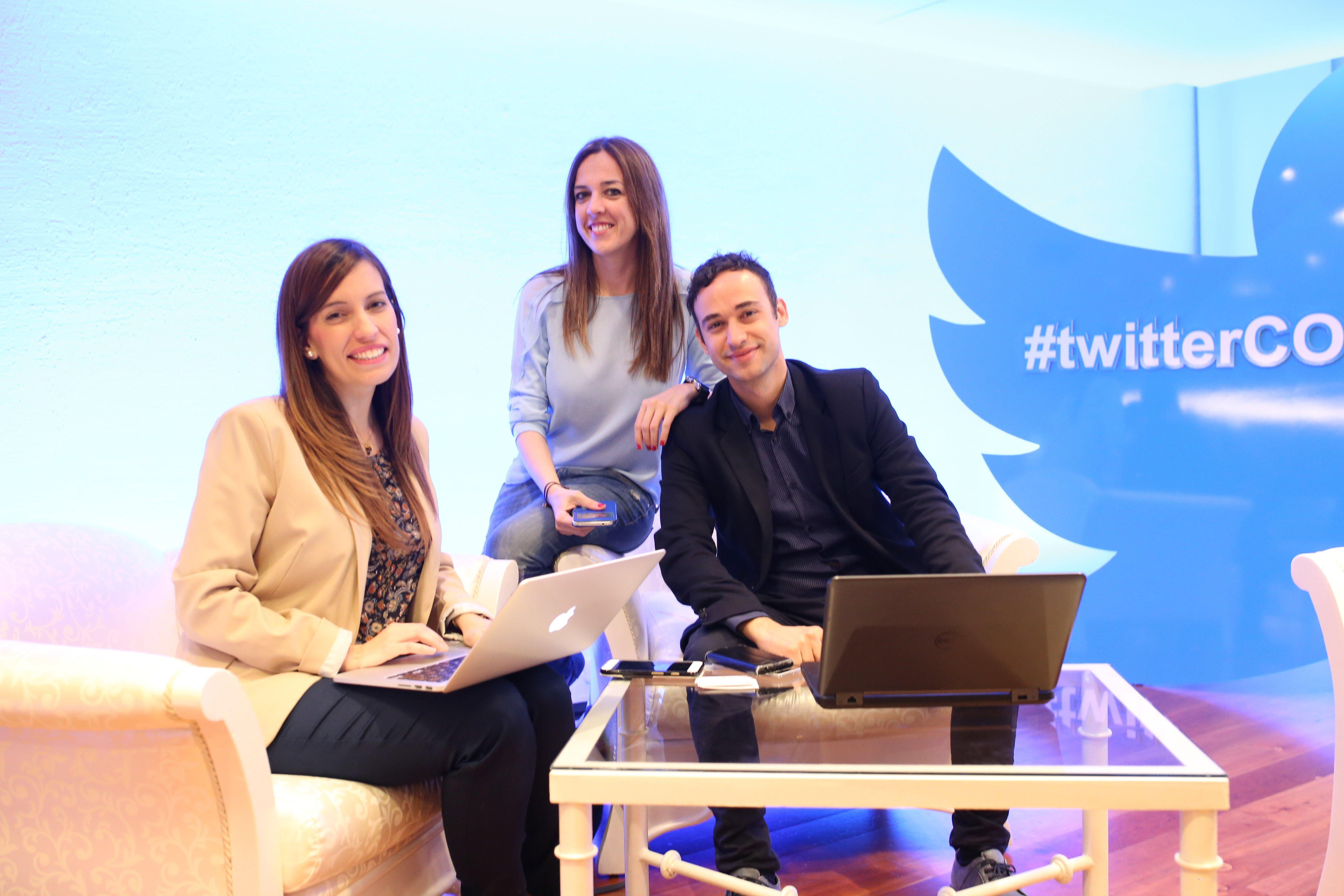 Patri Barcena con el equipo de Social Media de Iberostar EMEA