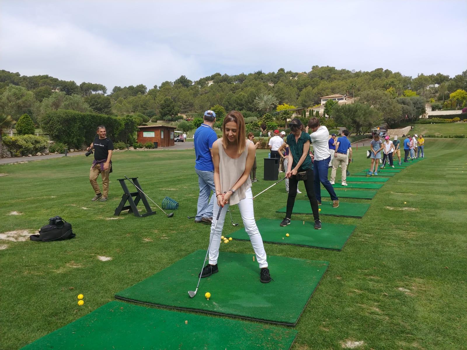 Practicando golf en Mallorca